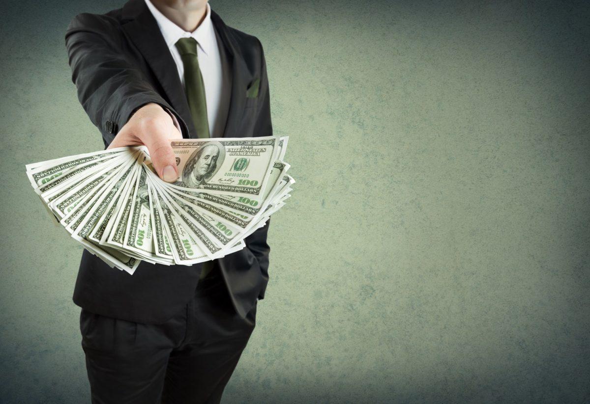 Деньги под ПТС: как выбрать автоломбард?