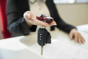 Деньги под залог авто: плюсы, минусы и альтернативные решения